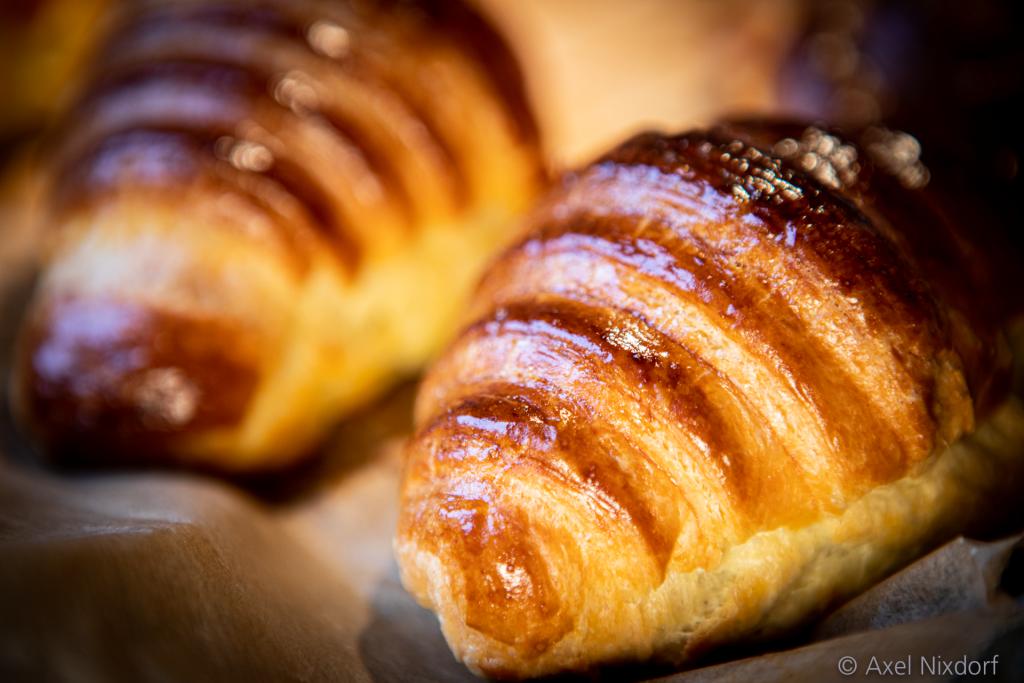 Croissants aus Hefeblätterteig sind seit 1900 der Inbegriff des französischen Frühstücks.